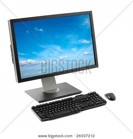 Computer (Bildschirm, Tastatur, Maus) mit Himmel isoliert