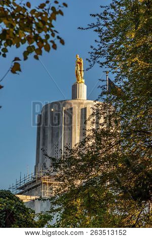 October 12, 2018 - Salem, Oregon, USA:  The Oregon State Capitol is the building housing the state legislature and the offices of the governor, secretary of state, and treasurer of the U.S.