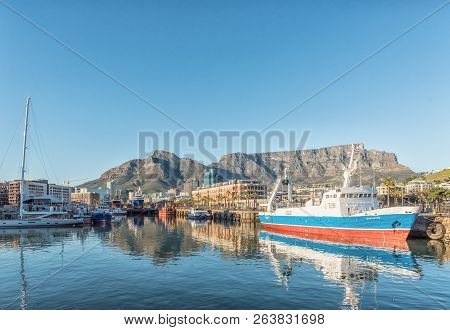 Cape Town, South Africa, August 9, 2018:  Ships In The Alfred Basin At The Victoria And Alfred Water