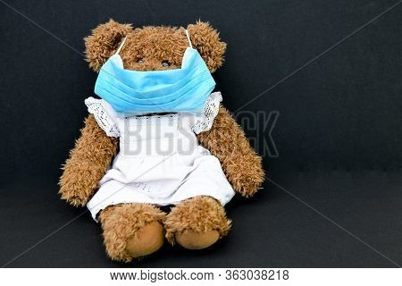 Teddybear With A Respiratory Mask - Childrens Play In Time Of The Corona Virus - Children Like To Pl