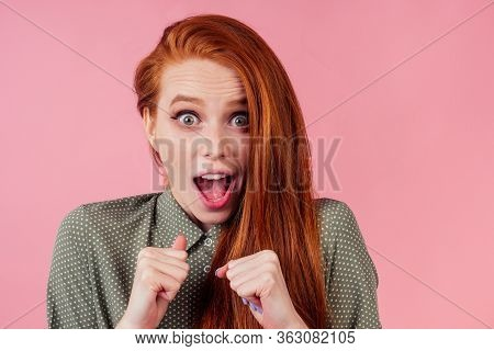 Redhair Ginger Woman Amazed And Surprised In Cotton Green White Peas Dress In Pick Background Studio