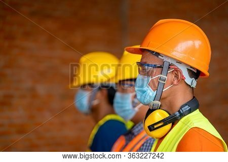 Technician Wear Protective Face Masks Safety For Corona Virus Disease 2019 (covid-19) In Machine Ind
