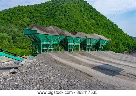 Asphalt Hot Mix Plant. Asphalt Plant Cold Aggregate Feed System. Container With Sand And Aggregate -