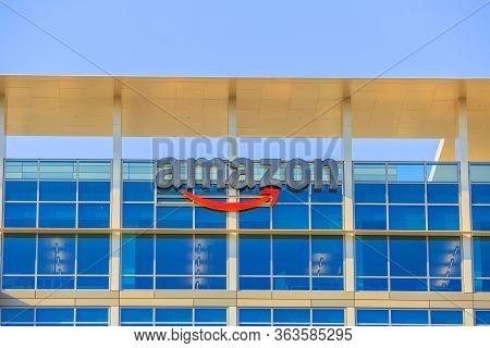 Sunnyvale, California, Usa - August 13, 2018: Amazon Logo Atop Of Glass Building Of New Big Amazon C