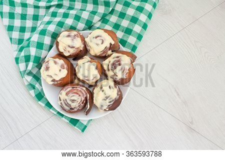 Hot Fresh Homemade French Buns Cinnabones With Cinnamon And Cream, Tasty Homemade Dessert On White P