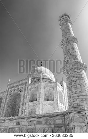 Taj Mahal Mausoleum Built In 1643 By Mughal Emperor Shah Jahan To House The Tomb Of His Wife Mumtaz