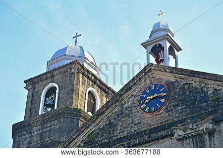 Manila, Ph - Oct. 7 - Santo Nino De Tondo Parish Clock Facade On October 7, 2017 In Tondo, Manila, P