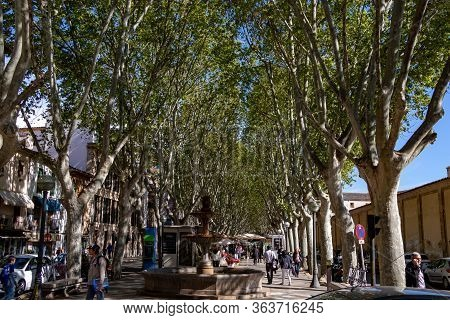 Palma, Mallorca - April 10, 2019: Entrance Of La Rambla With Tourists And Locals Walking. This Is A