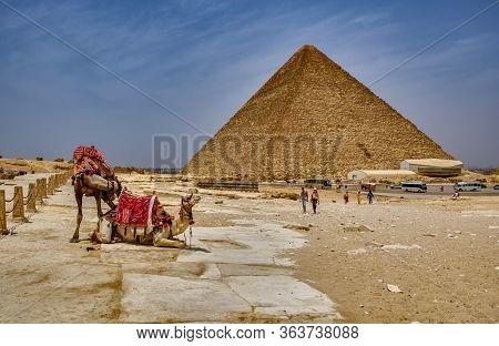 Giza Plateau, Cairo / Egypt - May 25, 2019: Tourists Visiting The Giza Plateau And The Giza Pyramid
