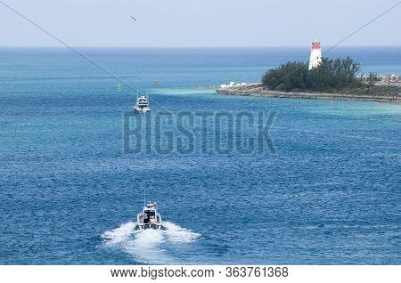 Motorboats Leaving Nassau Harbour And Passing By Paradise Island Lighthouse (nassau, Bahamas).