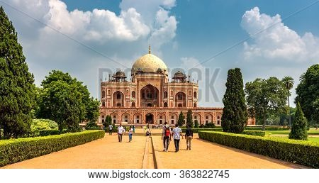 Delhi / India - September 21, 2019: Humayun's Tomb, The Mausoleum Of The Mughal Emperor Humayun In N