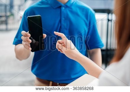 Door To Door Delivery Express Sending Send A Package To Customer Receiver Sign With Smartphone Check