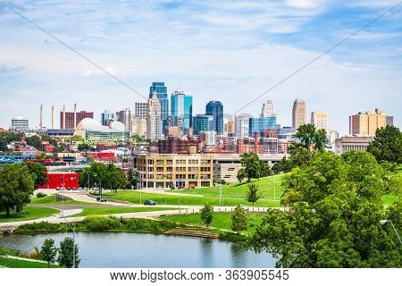 Kansas City, Missouri, USA downtown city skyline and park in the daytime.
