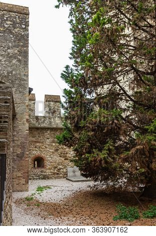 Sirmione, Italy - October 01, 2015 : The Inner Courtyard Of The Castello Scaligero Fortress, In The