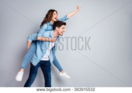 Profile Photo Pretty Lady Handsome Guy Couple Carry Piggyback Meet Adventures Playful Mood Crazy Peo