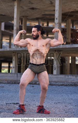 Young Muscular Man Doing Bodibuilding Exercises In The City, Muscular Young Man Exercising, Muscular