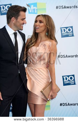 Los Angeles - AUG 19:  Bill Rancic, Giuliana Rancic arrive at the 2012 Do Something Awards at Barker Hanger on August 19, 2012 in Santa Monica, CA