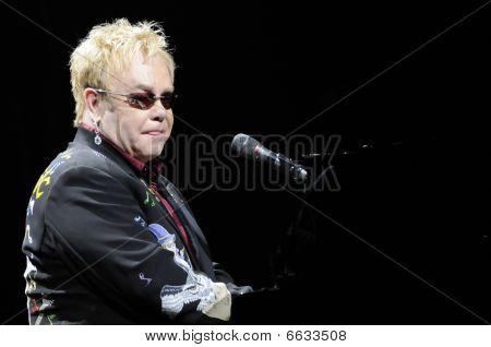 Elton John performing life.