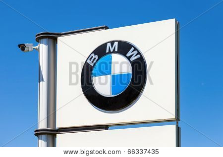 Samara, Russia - June 8, 2014: Bmw Dealership Sign Against Blue Sky. Bmw  Is A German Automobile, Mo