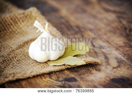 Garlic and bay leaves.