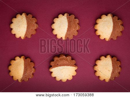 6 cookies in the shape of stars lie on the maroon background