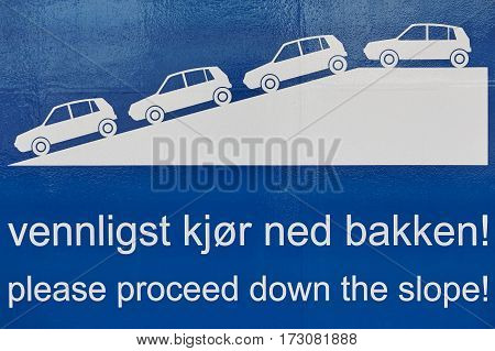 Traffic signal. Proceed down the slope. Norwegian language. Cruise travel