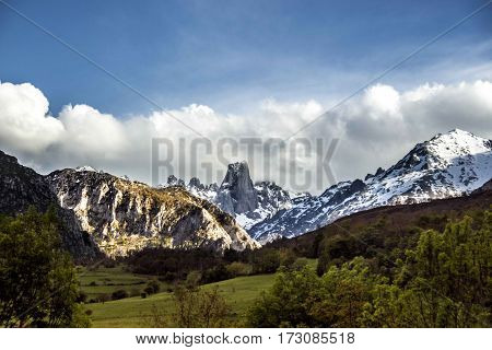 A photo of a tipical mountain in Asturias called Urriellu
