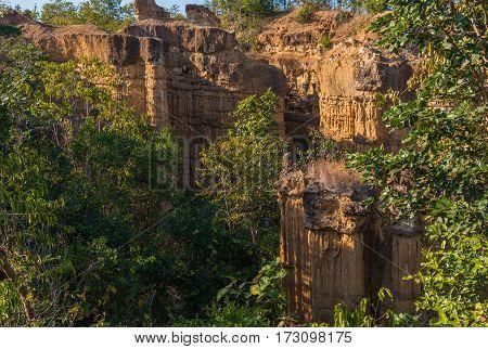 High Soil Canyon Cliffs .