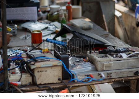 Repair of electronic devices tin soldering parts