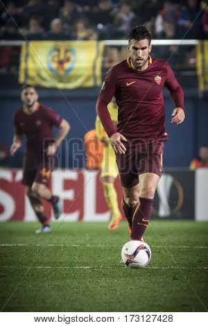 VILLARREAL, SPAIN - FEBRUARY 16: Kevin Strootman during UEFA Europa League match between Villarreal CF and AS Roma at Ceramica Stadium on February 16, 2017 in Villarreal, Spain