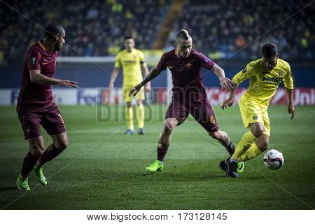 VILLARREAL, SPAIN - FEBRUARY 16: Dos Santos with ball during UEFA Europa League match between Villarreal CF and AS Roma at Ceramica Stadium on February 16, 2017 in Villarreal, Spain