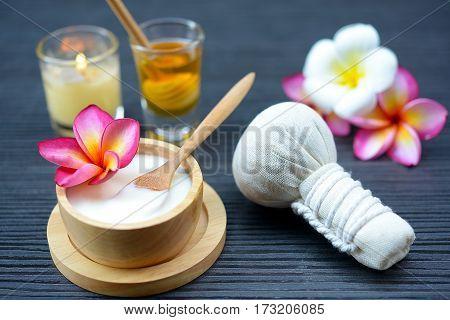 close up Yogurt natural spa treatments for skin.