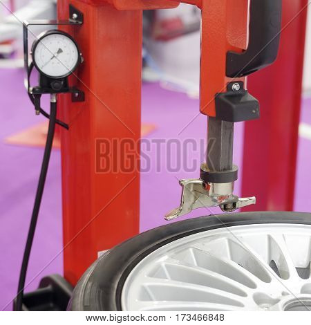 The image of a wheel on a tire machine