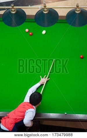 A man plays snooker does kick in the nuts