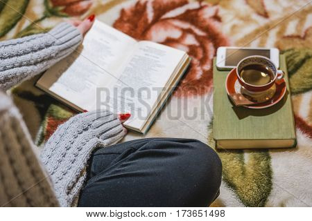 The Girl Reads The Book And Has Coffee. Rest And Reading House.
