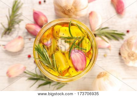 garlic marinated with oil and rosemary