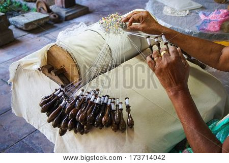 Bobbin Lace Process in Sri Lanka, Close Up
