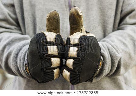 Thumps up ... mechanic, work gloves, OK sign
