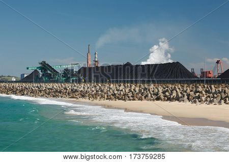 Coal deposits on the coast at Wollongong beach, Australia