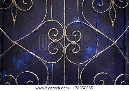 Old metal bars infront of wooden boards for decoration.