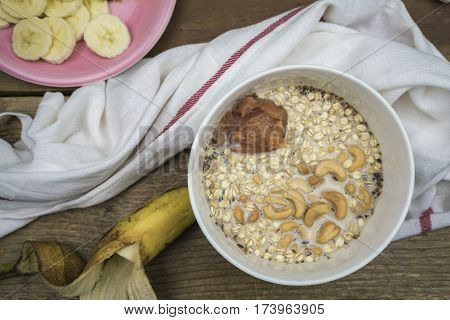 Oatmeal With Cashews And Applesauce