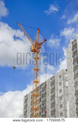Hoisting tower cranes and new highrise buildings