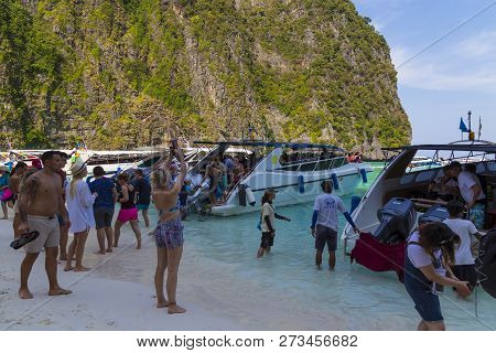 03/02/2018. Island Ko Phi Phi Le ( Ko Phi Phi Leh ),  Thailand. Maya Bay. Many Tourists From Around