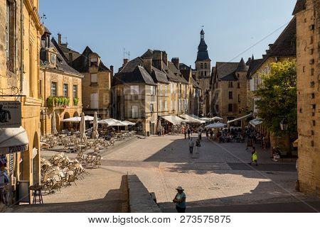 Sarlat, France - September 2, 2018: Historic Houses Surrounding Place De La Liberte In Sarlat La Can