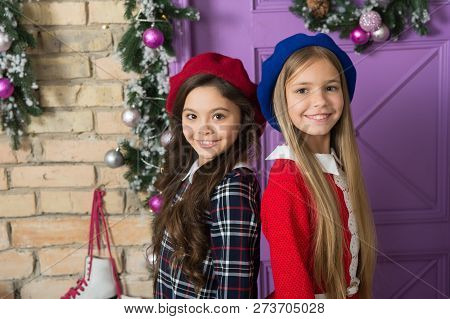French Style Icons. Fashion Girls With Beauty Look. French Style Girls. Small Girls With Long Hair S