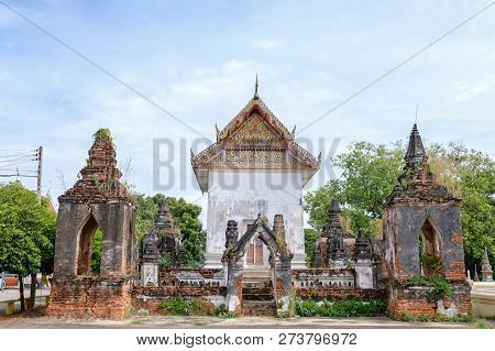 Ayutthaya Sanctuary With Two Pagoda. It Very Old Architecture Since Ayuttaya Period. This Is The Hyb