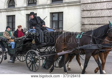 Austria, Vienna 30,12,2017 Traditional Travel On A Trip With Horse Carriage Ride In The Center Of Vi