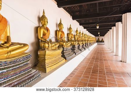 Ayutthaya Thailand June 13, 2020 Buddha In A Row At Wat Phutthaisawan (old Temple) In Ayutthaya Peri