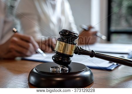 Contract Decree Of Divorce (dissolution Or Cancellation) Of Marriage, Husband And Wife During Divorc