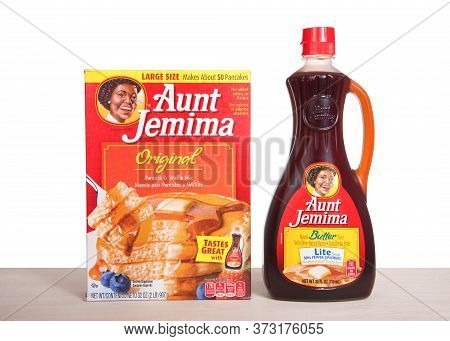 Alameda, Ca - June 18, 2020: Aunt Jemima Pancake Mix Next To A Bottle Of Light Syrup. The Pancake Mi
